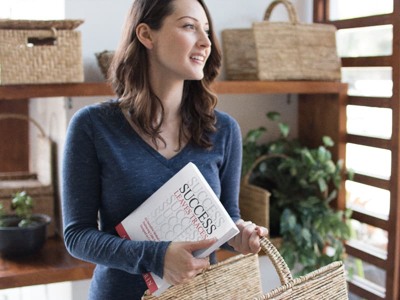 pretty-woman-holding-a-book-and-a-basket-while-at-the-grocery-store-mockup-a14429
